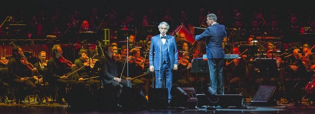 cantante de opera italiano ciego